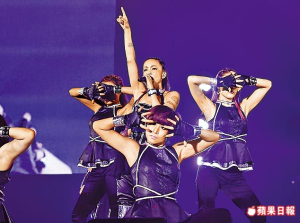 Asia_tour_2013_namie_amuro_tapei_taiwan_performance_002