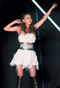 Asia_tour_2013_namie_amuro_tapei_taiwan_performance_004